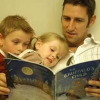用故事思维跟孩子交流,他会沉浸其中