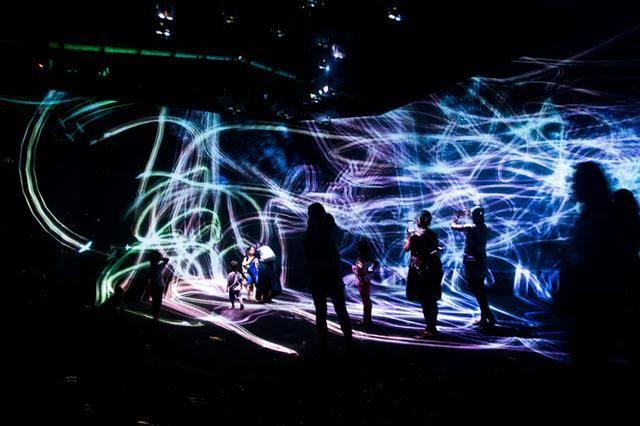 灯带效果�_全球必看十大展览之一Teamlab带娃党观展小攻略-小花生
